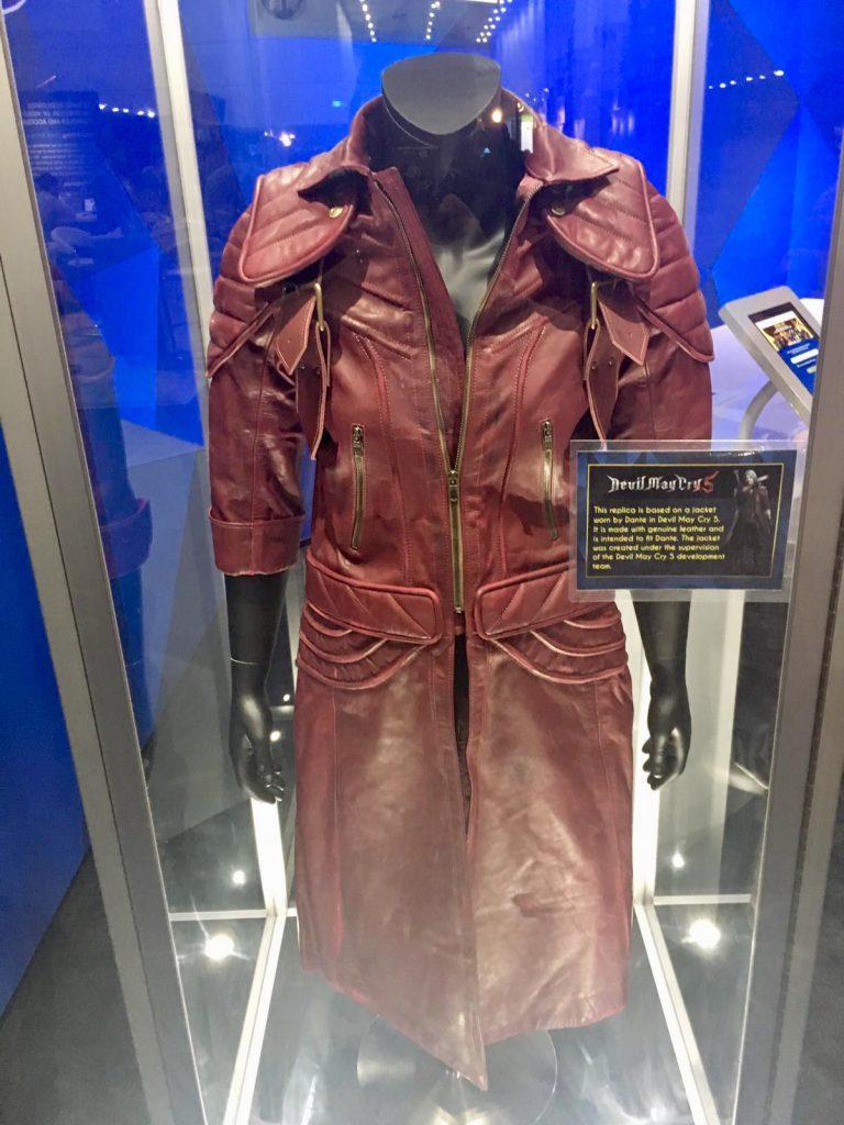 Der rote Leder-Mantel von Dante aus Devil May Cry 5.