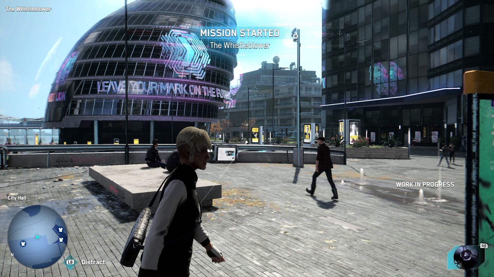 Ein Platz mit futuristischer Neon-Werbung auf einem kugeligen Glasgebäude.